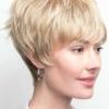 Vista lateral de la peluca Rosie de la colección Amore