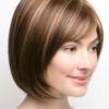 Vista lateral de la peluca Erika de la colección Amore
