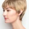 Vista lateral de la peluca Connie de la colección Amore