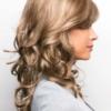 Vista lateral de la peluca Brittany de la colección Amore