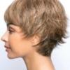 Vista lateral de la peluca Tova de la colección Amore