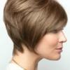 Vista lateral de la peluca Emily de la colección Amore