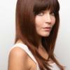 Vista lateral de la peluca Madelyn de la colección Amore