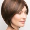 Vista lateral de la peluca Codi XO de la colección Amore