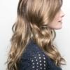 Vista lateral de la peluca Callie de la colección Amore