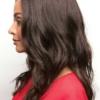 Vista lateral de la peluca Kayla de la colección Amore