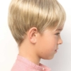 Vista lateral de la peluca Addison de la colección Amore