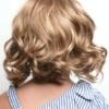 Vista trasera de la peluca Elsie de la colección Amore